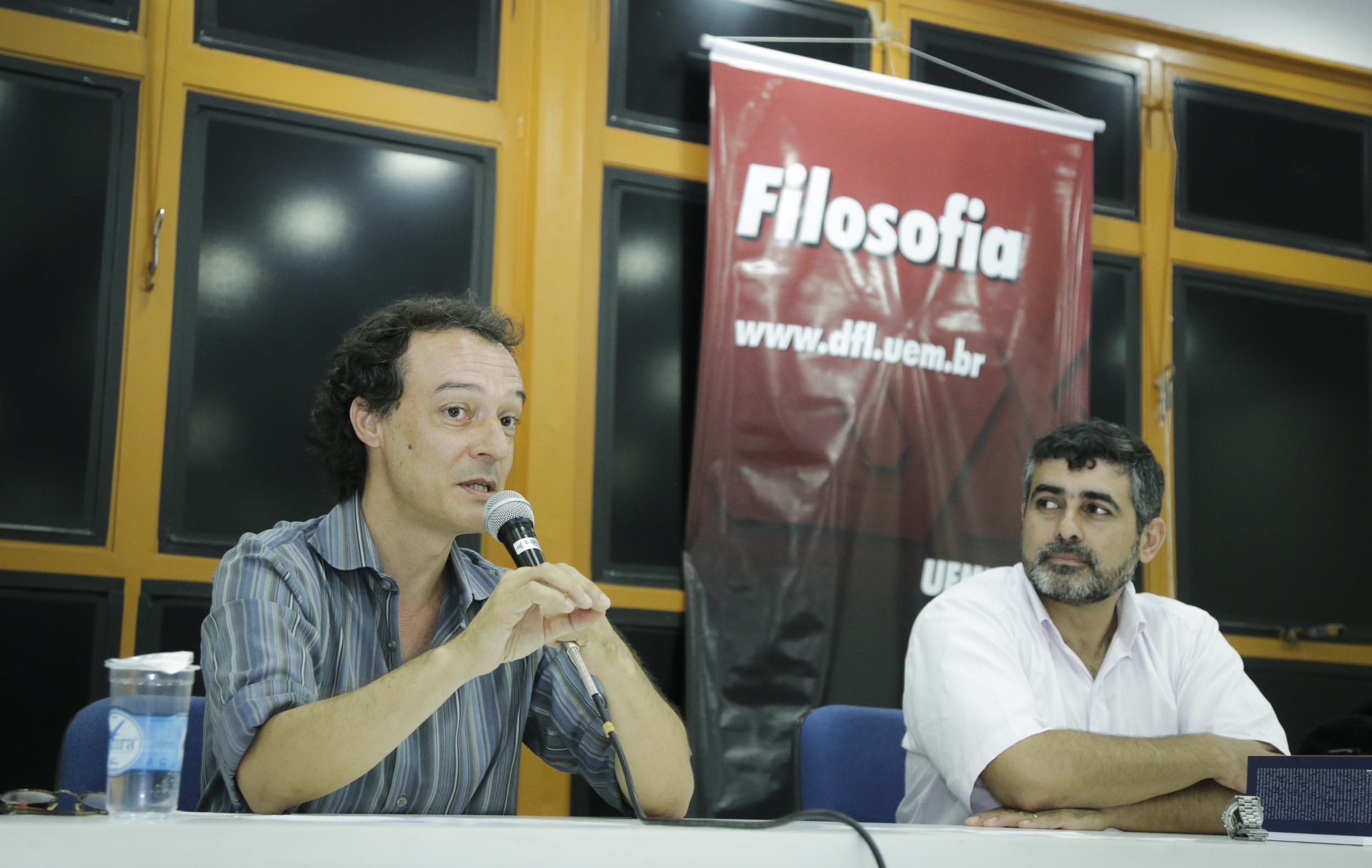 Edson Teles, professor da Unifesp, ministra aula inaugural na UEM