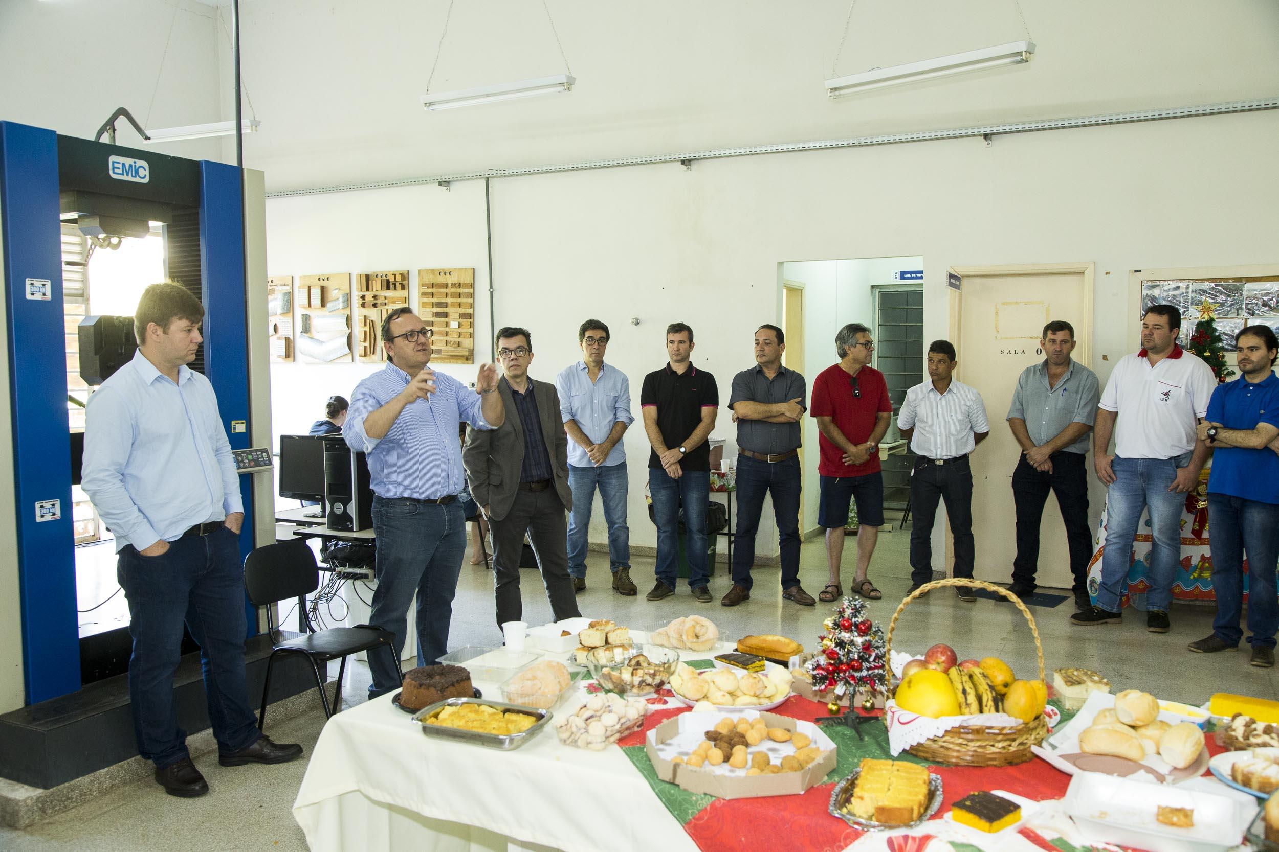 Reitoria participa de confraternização em Umuarama