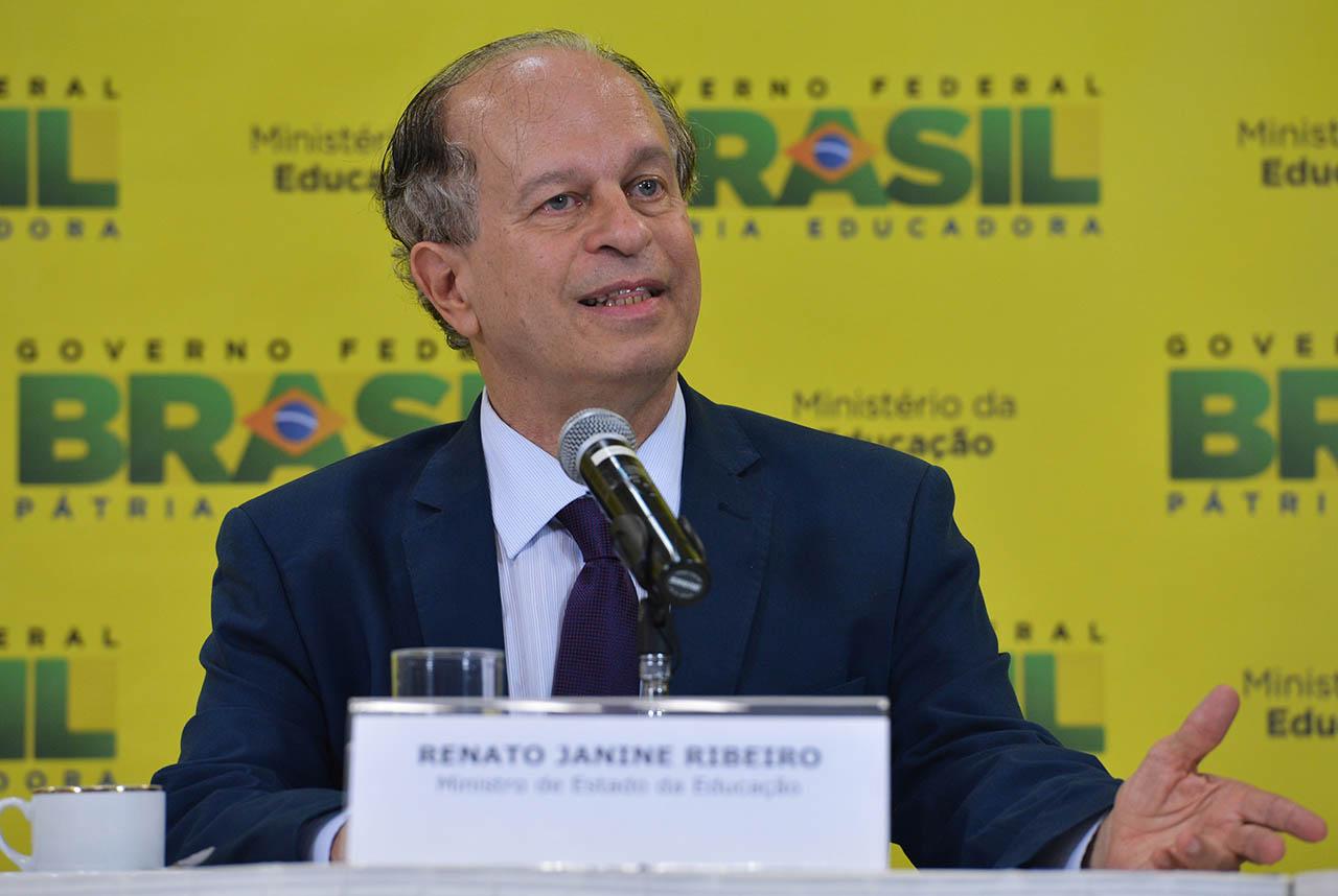 Ex-ministro da Educação, Renato Janine Ribeiro fará palestra na UEM