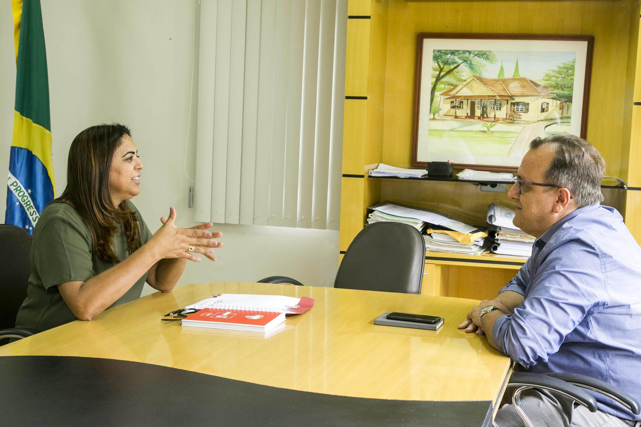 Em visita à Universidade, presidente da Sociedade Rural planeja parcerias com a UEM