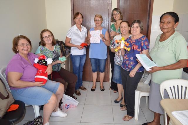 Voluntários do HUM promovem oficina de artesanato