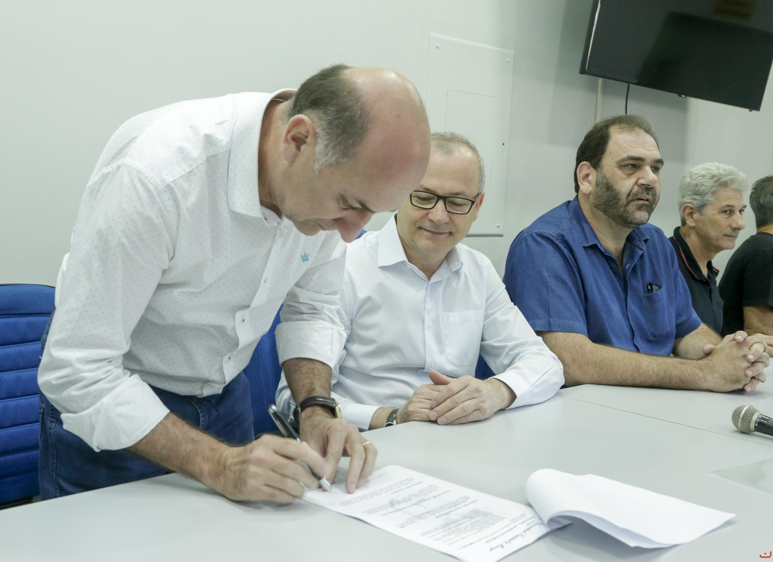 UEM e prefeitura de Maringá assinam convênio para promover o Handebol