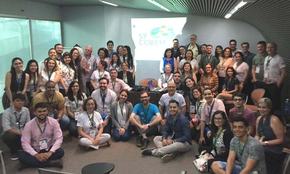 Médicos e alunos da UEM/HUM participam do Cobem