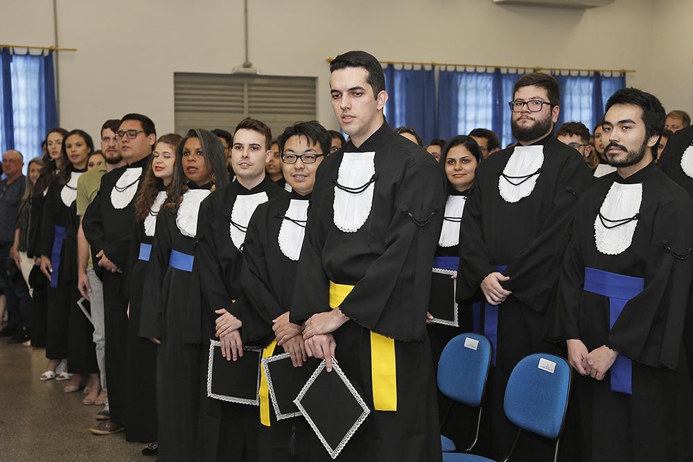 UEM concede grau a 93 formandos de 20 cursos de graduação