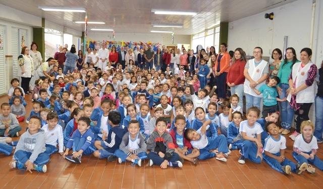 Livro do Projeto Sorrir com Saúde é lançado em Maringá