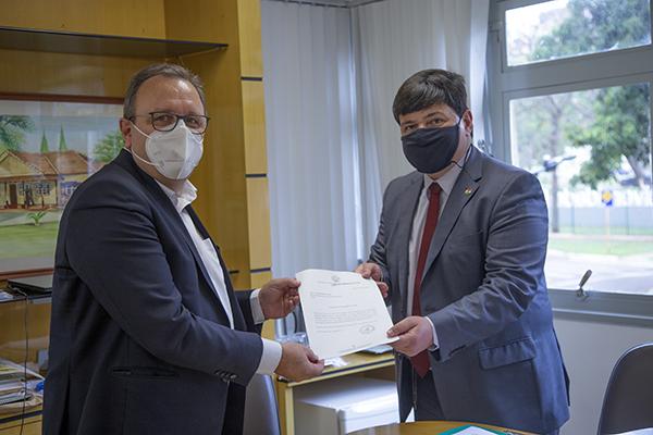 Reitor da UEM recebe Cônsul Geral Honorário da Hungria no Paraná