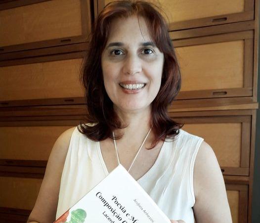 Regência coral é tema de livro lançado por professora da UEM