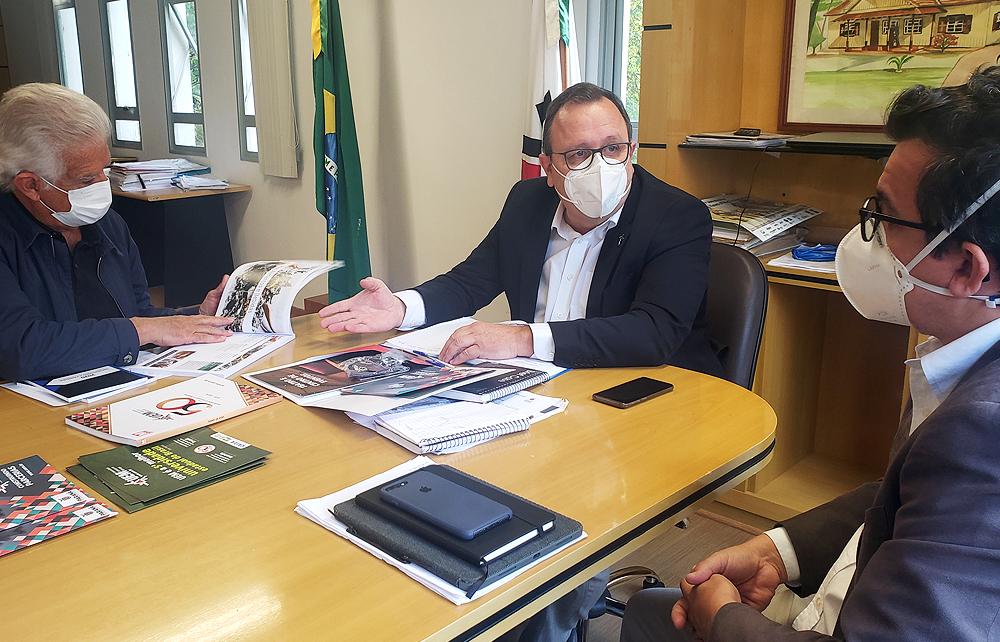 Reitor pede ajuda de deputado federal para busca de soluções à UEM